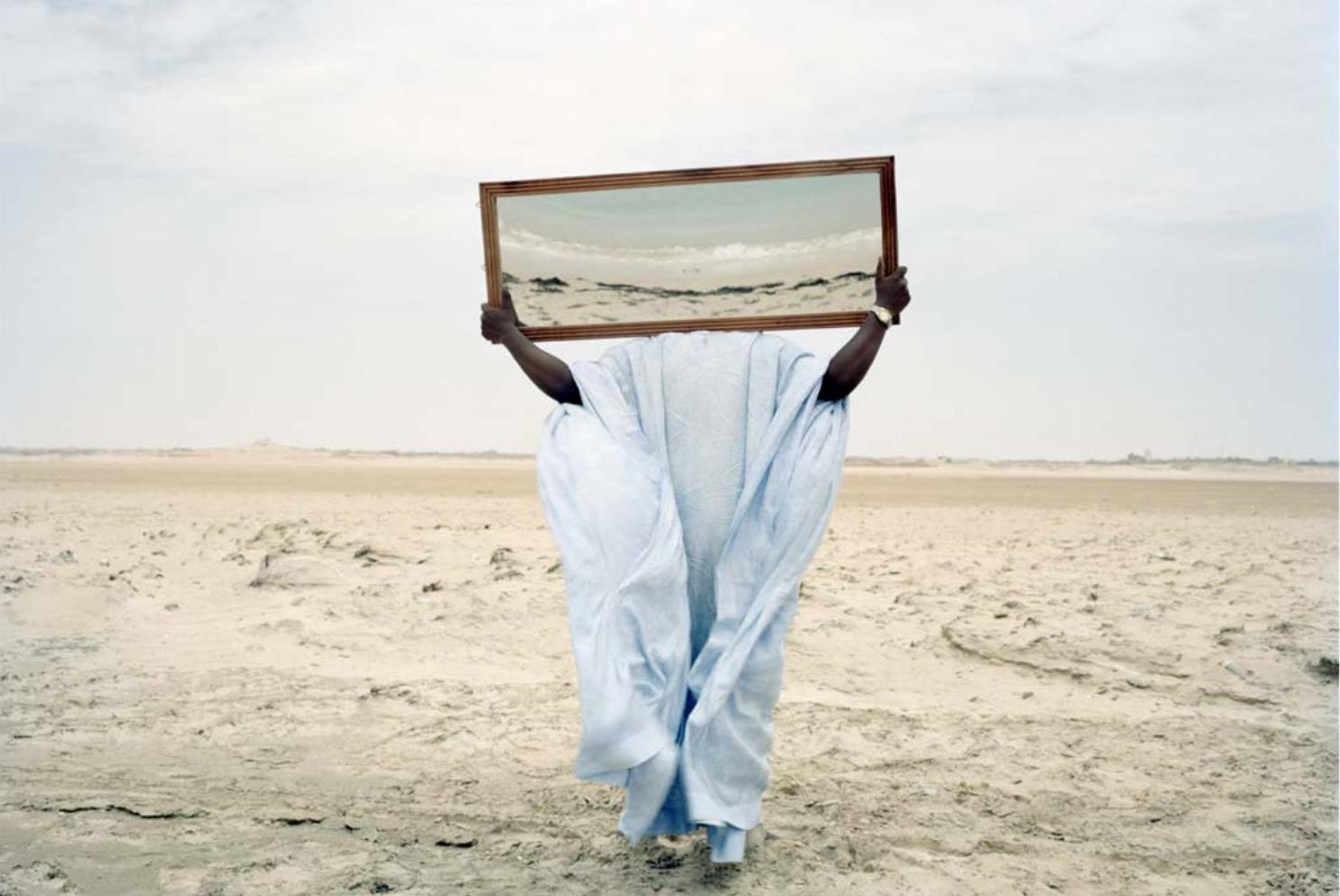 L'image de cette édition 2017 du festival est l'adaptation d'un cliché du photographe érythréen Dawit L. Petros. Il est tiré de la série Stranger's Notebook dans laquelle l'auteur joue avec l'élément du miroir, qui remet en question l'étroitesse du regard occidental sur la question de l'immigration africaine.