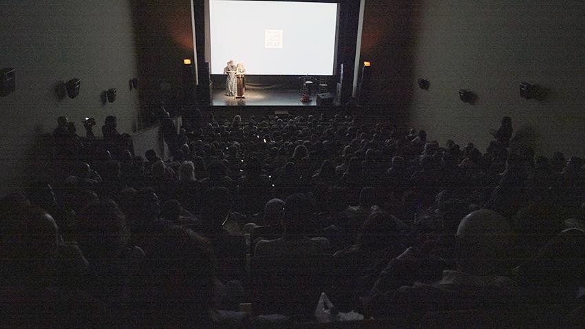 La salle du Théâtre Alameda était pleine lors de la cérémonie d'ouverture.