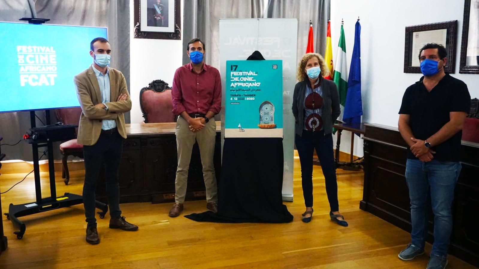 De gauche à droite : Le député de la Culture de la province de Cadix, Daniel Moreno, le maire de Tarifa, Francisco Ruiz, la directrice du FCAT, Mane Cisneros et le conseiller municipal Francisco Terán. Photo : P. Tetuán/FCAT.